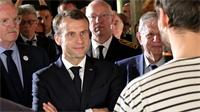 Emmanuel Macron se penche sur la filière bois